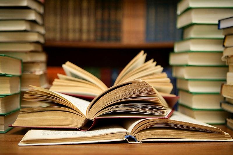 800px Books HD 8314929977