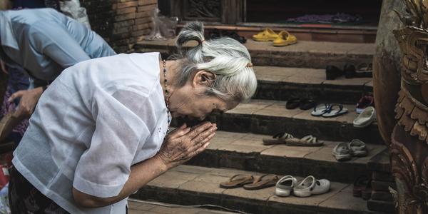 rukoilevathainainen pablo rebolledo 689557 unsplash