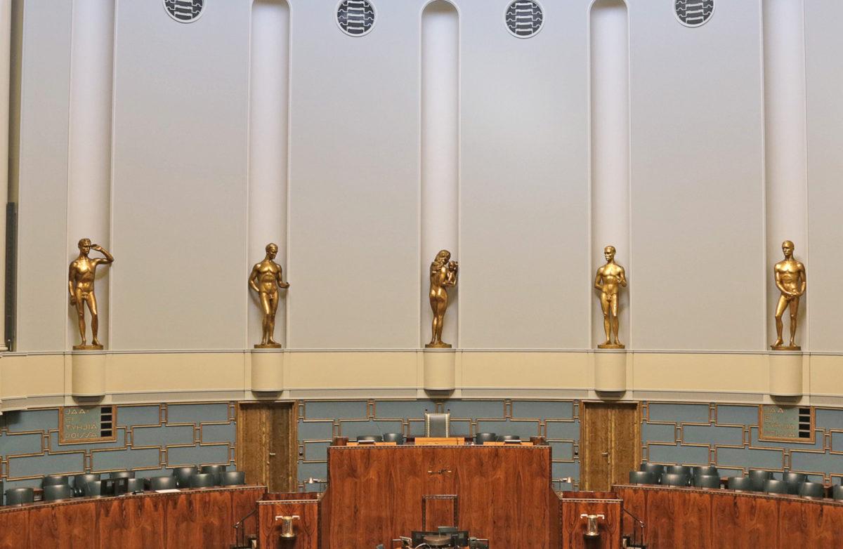 Wäinö Aaltosen veistokset eduskunnan istuntosalissa